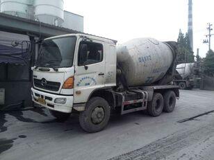 camião betoneira HINO