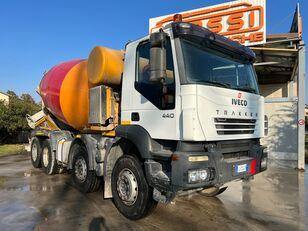 camião betoneira IVECO Trakker 440